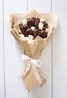 Candy Bouquet Diy, Food Bouquet, Diy Bouquet, Chocolate Gifts, Chocolate Lovers, Chocolate Bouquet Diy, Vegetable Bouquet, Edible Bouquets, Sweet Box
