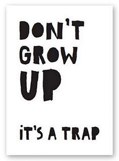 A4 poster Don't Grow up, it's a TrapGedrukt op 300 grams karton, dus kan zelfstandig staan op het plankje boven de commode of kastje op de kinderkamer, ook leuk met masking tape aan de muur!Leuk post-kadootje voor jezelf, of als kraamkadootje!