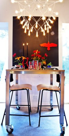 Table Styling: Sarah Tapley and Judith Mackin (punch inside ) Photos: kellylawso Unique Settings, Table Settings, Pick One, Hgtv, Decorative Items, Punch, Backdrops, Vibrant, Relax