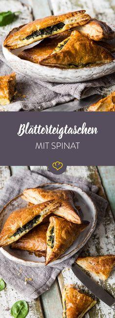 Kaum ein Essen passt zu so vielen Anlässen wie Blätterteigtaschen. Dieses Rezept mit Feta und Spinat eignet sich für Grillparty, Lunch oder den Feierabend.