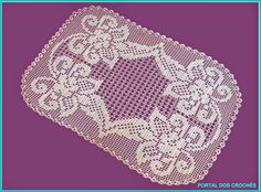 Modelos para centros ou tapetes de crochê de filé com motivos florais.