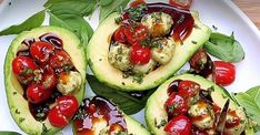 Italian style stuffed avocados - Kitchen - Tips and Crafts Easy Appetizer Recipes, Entree Recipes, Appetizer Dips, Yummy Appetizers, Wine Recipes, Ripe Avocado, Avocado Egg, Avocado Toast, Avocado Recipes