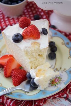 This delicious Sugar Free Angel Food Cake recipe is super easy to make, low carb, and perfect for diabetics. An incredible sugar free dessert. Sugar Free Deserts, No Sugar Desserts, Sugar Free Sweets, Angle Food Cake Recipes, Healthy Dessert Recipes, Diabetic Recipes, Eat Healthy, Healthy Desserts, Key Lime