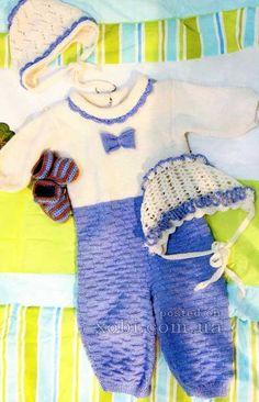 детский комплект: комбинезон, 2 чепчика и пинетки