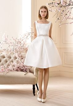 Shop affordable A Line Jeweled Sleeveless Short Mini Square Neck Satin Wedding Dress at June Bridals! Over 8000 Chic wedding, bridesmaid, prom dresses & more are on hot sale. Civil Wedding Dresses, Bridal Dresses, Wedding Gowns, Bridesmaid Dresses, Pretty Dresses, Beautiful Dresses, Rehearsal Dinner Dresses, Mode Style, Marie