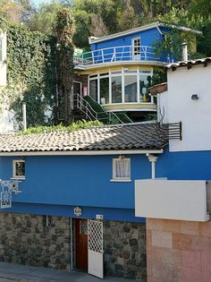 la chascona, house of Pablo Neruda, Bella Vista barrio, Santiago, Chile Pablo Neruda, The Wonderful Country, Chili, Literary Travel, Cool Places To Visit, South America, Places Ive Been, The Good Place, Architecture