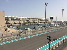 O primeiro dia da viagem começou com uma visita a Abu Dhabi. Fomos ao emirado mais rico do país. Um dos locais visitamos foi o autódromo das corridas de fórmula 1: o Yas Marina Autódromo. ------ The first day of the trip began with a visit to Abu Dhabi. We went to the richest emirate in the country. One of the places we visited was the racetrack of Formula 1 races: the Yas Marina Race track. -------- #abudhabi #f1 #viagem #trip #travel #viaje #instatravel  #travelgram #igtravel…