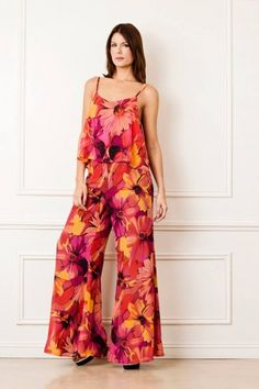 Love the wide legs African Wear, African Fashion, Jumpsuit Damen Elegant, Jumper, Casual Outfits, Fashion Outfits, Jumpsuit Pattern, Overall, Colorful Fashion