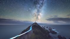 """Foto """"Light Trail, Milky Way & A Lighthouse"""" by Jimmy Mcintyre #500px"""
