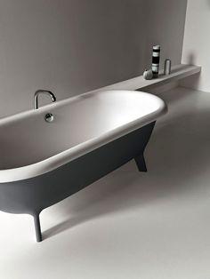 Modern free standing bath