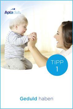 Fläschchen geben: Das Baby spürt deine Anspannung - aber auch deine Entspannung: Übe dich in Geduld. Weitere Tipps findest du auf aptaclub.at. Wichtiger Hinweis: Stillen ist die beste Ernährung für dein Baby.