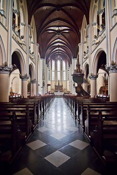 Gereja Katedral #Jakarta, #Indonesia - www.gdecooman.fr portfolio, cours et stages photo à Lille, visites guidées de Lille.