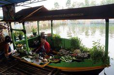 Kuliner di Floating Market