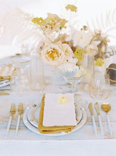 wedding table decorations 331014641361188924 - Gold wedding inspiration with gold floral centerpiece Source by burghbrides Wedding Table Centerpieces, Wedding Flower Arrangements, Wedding Table Settings, Floral Centerpieces, Wedding Decorations, Table Decorations, Flower Centrepieces, Centerpiece Ideas, Place Settings
