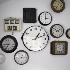 Gallery wall – Displaying multiple timepieces of different shapes, sizes and colours is a clever and yet simple way of creating a dramatic feature wall display in your own home.