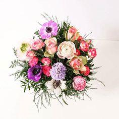 """J-16 avant la fête des grands-mères ! Faites passer un message de tendresse avec ce magnifique bouquet au nom évocateur """"Mamie Chérie"""" #fleurs #flowers #bouquet #fdgm #grandmère #grandma #flowerstagram #love #mamie #instalove #beautiful #flowerlover #powerflower #fête #fdgm #fleuriste #createur #colorful #beautiful #interflora #interflorafrance #livraison #plaisir #offrir"""