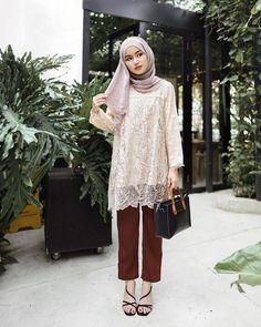 Modest Fashion Hijab, Casual Hijab Outfit, Fashion Outfits, Ootd Hijab, Kebaya Hijab, Kebaya Dress, Islamic Fashion, Muslim Fashion, Kebaya Simple