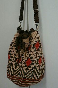Wayuu Mochila bag Crochet Shoes, Crochet Purses, Knit Crochet, Tapestry Bag, Tapestry Crochet, Unique Handbags, Purses And Handbags, Mochila Crochet, Ethnic Bag
