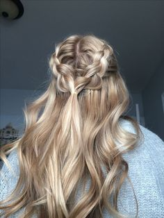 half up half down 52 Trendy Chic Braided Hairstyle Ideas You Should Try - braid hairstyle, braided. 52 Trendy Chic Braided Hairstyle Ideas You Should Try - braid hairstyle, braided half up half down hairstyles Hair Color Dark, Blonde Color, Dark Blonde, Hair Colour, Dark Hair, Pretty Hairstyles, Hairstyle Ideas, Hairstyle Braid, Stylish Hairstyles