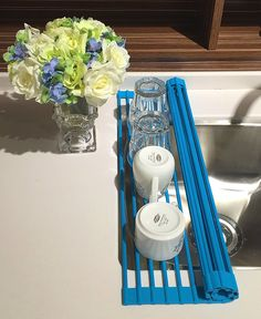 LEASEN Over the Sink Kitchen Silicone Roll-Up Dish Drying Rack Folding Stainless Steel Dish Drainer Tray(Square rob)(Blue) Cool Kitchen Gadgets, Kitchen Items, Cool Kitchens, Kitchen Tray, Blue Kitchen Decor, Tiny Apartment Decorating, Ideas Prácticas, Dish Drainers, Kitchen Organization Pantry