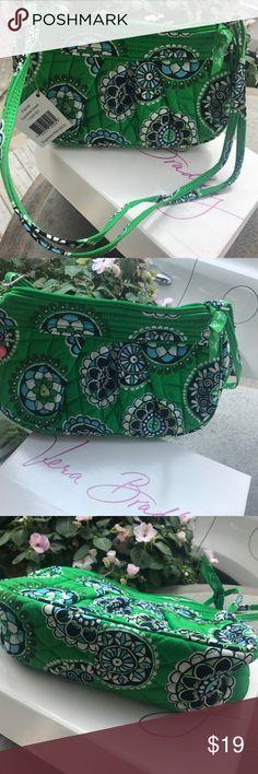 NWT Vera Bradley Frannie Mini Purse NWT Frannie Cupcake Green Purse in excellent condition. Never used. Vera Bradley Bags Mini Bags