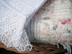 White Cottage, Rose Cottage, Cottage Style, Garden Cottage, Cottage Living, Romantic Cottage, Linens And Lace, Sewing Projects, Shabby Chic