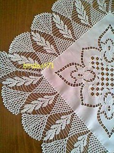 This Pin was discovered by Osm Crochet Art, Filet Crochet, Crochet Motif, Crochet Doilies, Crochet Patterns, Crochet Shawl, Granny Stripes, Crochet Tablecloth Pattern, Crochet Decoration
