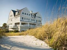 Amelia Island (FL) Elizabeth Pointe Lodge Bed And Breakfast United States, North America Elizabeth Pointe Lodge Bed And Breakfast is conveniently located in the popular Fernandina Beach area. Both business travelers and tourists can enjoy the hotel's facilities and services. Service-minded staff will welcome and guide you at the Elizabeth Pointe Lodge Bed And Breakfast. Each guestroom is elegantly furnished and equipped with handy amenities. The hotel offers various recreation...