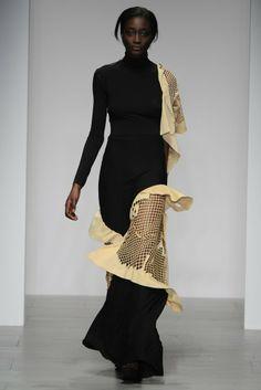 Central Saint Martins Fiona Blakeman RTW Fall 2014 Curated by Couture Fashion, Fashion Art, Runway Fashion, High Fashion, Fashion Show, Fashion Outfits, Womens Fashion, Fashion Design, Elle Mexico