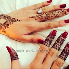 Moroccan Style Henna. I love the left one!!