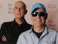 Rio de Janeiro (dpa) - Nun sind in Rio de Janeiro auch zwei bekannte Popmusiker Opfer der Kriminalität geworden: An der Copacabana wurden die Brite...