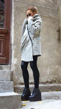 a8b1816b6ff NUOVO Extra caldo inverno Qilted asimmetrica stravagante grigio chiaro con  cappuccio in misto lana Cashmere   doppia cerniera grande tasca da AAKASHA  A07198