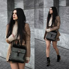 With that skirt Plaid skirt boots beige sweaters Casual Winter Outfits, Edgy Outfits, Grunge Outfits, Cute Outfits, Fashion Outfits, Black Denim Skirt Outfit, Denim Skirt Outfits, Look Office, Teen Fashion