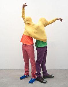 Erwin Wurm, Performative sculpture ©