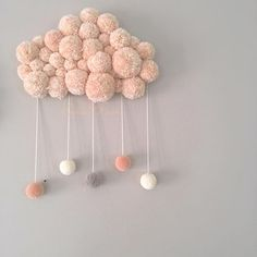 ideas for knitting baby diy pom poms Pom Pom Crafts, Yarn Crafts, Decor Crafts, Pom Pom Diy, Kids Crafts, Diy And Crafts, Arts And Crafts, Boho Deco, Ideias Diy