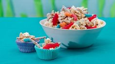 White chocolate-covered Chex™ cereal goes under the sea with sour gummy fish and crunchy snacks, resulting in delicious party favors. Gummy Fish, Chocolate Covered, White Chocolate, Baked Chips, Winter Drinks, Chex Mix, Food For A Crowd, Under The Sea, Macaroni And Cheese