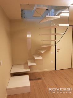 Le scale a chiocciola sono ideali per i piccoli spazi ma la versione circolare in particolare permette di ottenere effetti estetici di grande impatto. Che ne pensi?