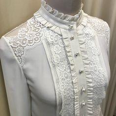 Вашему вниманию блузка из натурального шелка. Отделка из хлопкового французского кружева. Все швы закрыты. Нагрудная вытачка спрятана под складку. Сама нежность❤️