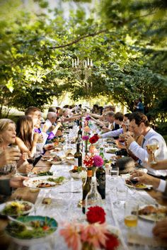 Since the party happens outdoors, you would like to encourage guests to visit the backyard. In Spain, this kind of party is named El Aguinaldo Wedding Dinner, Our Wedding, Wedding Country, Trendy Wedding, Wedding Table, Daytime Wedding, Wedding Shot, Wedding Music, Country Weddings