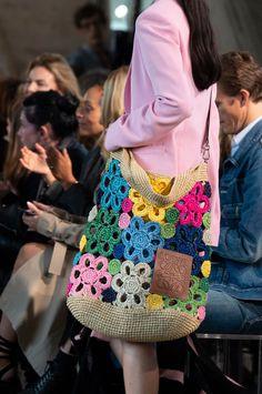 Loewe at Paris Fashion Week Spring 2019 - Details Runway Photos - Edgy Bags - Fashion Week Paris, Runway Fashion, Spring Fashion, Mode Crochet, Crochet Shell Stitch, Crochet Handbags, Crochet Purses, Crochet Bags, Knit Fashion