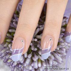 #hyazinthe   #trendstyle   #pastel   #nailart   #nails   Für diese dezente Nailart haben wir ein pastell-flieder-farbenes Gel (Art.-Nr.: 2108) sowie das funkelnde frozen lavender Farbgel (Art.-Nr.: 5361) genutzt. Akzente wurden mit einem schmalen Pinsel und weißer Malfarbe gesetzt. Ein Highlight sind die strahlenden Strasssteine (Art.-Nr. 6445).