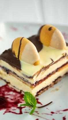 Tym razem w naszej kuchni postanowiliśmy stworzyć kultowe ciasto. Góra lodowa, bo o nim mowa, wyszła nam perfekcyjnie. Zachwyca zarówno wyglądem, jak i smakiem. Po prostu idealna kombinacja! Sweet Desserts, Sweet Recipes, Delicious Desserts, Cake Recipes, Dessert Recipes, Yummy Food, Dessert Bars, Cake Cookies, Panna Cotta