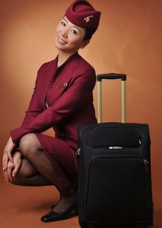 Qatar Airways cabin crew On – Flight Attendant attendants Airline Uniforms, Airline Tickets, Qatar Airways Cabin Crew, Stewardess Costume, Flight Attendant Life, Intelligent Women, Girls Uniforms, Fashion Poses, Gentleman Style