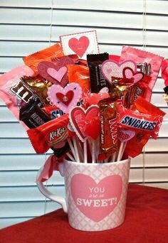 The Ultimate Easy DIY Valentine's Day Gift Guide - Twins Dish Mug Bouquet filled. The Ultimate Easy DIY Valentine's Day Gift Guide – Twins Dish Mug Bouquet filled with candy and Valentines Day Baskets, Diy Valentines Day Gifts For Him, Valentine Day Crafts, Teacher Valentine, Valentines Games, Valentines Sweets, Teacher Gifts, Candy Bouquet Diy, Valentine Bouquet