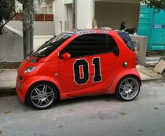 Spotted this cool smart car mini General Lee paint job yesterday and had to post it, awesome! Smart Car Body Kits, Smart Brabus, Stupid Human, General Lee, Car Camper, Smart Fortwo, Toyota Cars, Car Images, Cute Cars