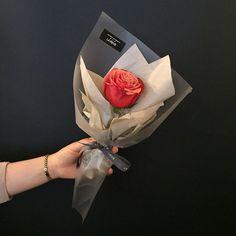 3,349 отметок «Нравится», 10 комментариев — FRENCH FLOWER SHOP LA REVE 라레브 (@ouilareve) в Instagram: «꽃을 디자인하다. THE FRENCH FLOWER SHOP LA REVE . . 한송이 꽃으로만으로도 사랑하는 사람을 기쁘게 해줄 수 있도록 예쁘게 제작해드릴게요 . .…»