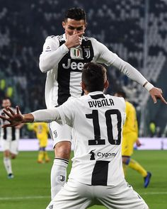Dybala does the siiii and Ronaldo does the mask Dybala does the siiii and Ronaldo does the ma. Cristiano Ronaldo 7, Cristiano Ronaldo Manchester, Cr7 Ronaldo, Ronaldo Football, Football Love, Juventus Players, Juventus Fc, Ronaldo Quotes, Cr7 Junior
