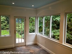 Enclosed Porch Westchester County NY - Traditional - Porch - New York - by Geret. Enclosed Porch Westchester County NY - Traditional - Porch - New Y. Sunroom Windows, Porch With Windows, Small Sunroom, Porch Enclosures, Screened Porch Designs, Four Seasons Room, Three Season Porch, Traditional Porch, Sunroom Decorating