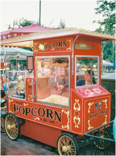 Disneyland popcorn cart on Main Street. Contax Disneyland popcorn cart on Main Street. Disneyland Engagement Photos, Disney Engagement, Disneyland Photos, Vintage Disneyland, Disneyland Photography, Engagement Session, Popcorn Stand, Popcorn Cart, Disneyland Main Street