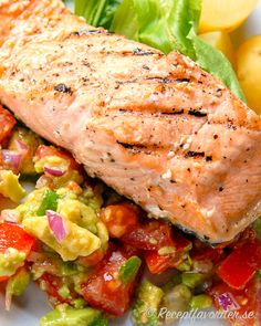 Grillad lax med avokadosalsa - My Shop 300 Calorie Lunches, Fresh Tomato Salsa, Cooking Recipes, Healthy Recipes, Swedish Recipes, Fish And Seafood, Fish Recipes, Food Porn, Good Food